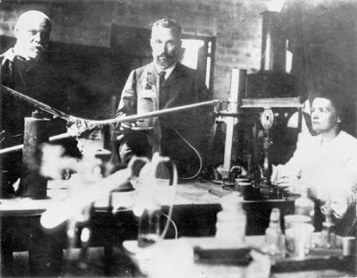 Gustave Bémont, Pierre y Marie Curie en el laboratorio de rue Vauquelin