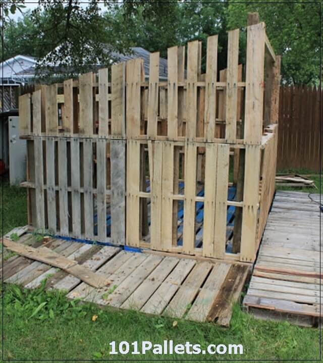shed made from pallets 1
