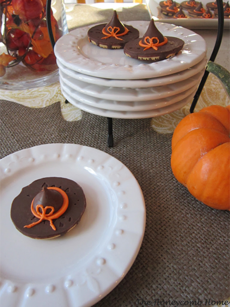 Witch's Hat Cookies from The Honeycomb Home  | Halloween Favorites at www.andersonandgrant.com