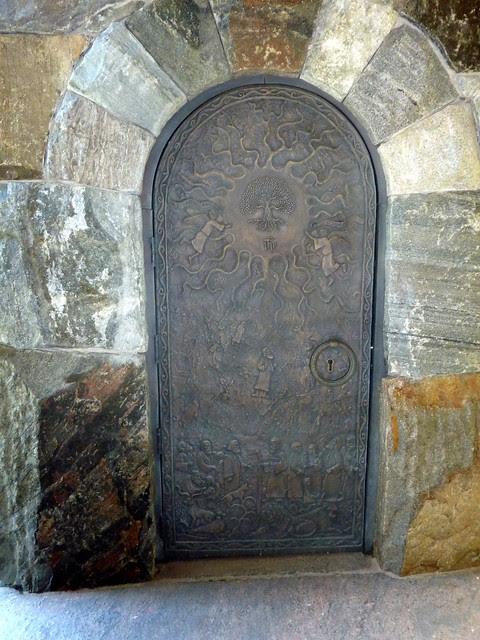 P1120945-2012-10-17-Barbara-Johnson-Prickett-Chapel-Westminster-School-Atlanta-Scissor-tower-door