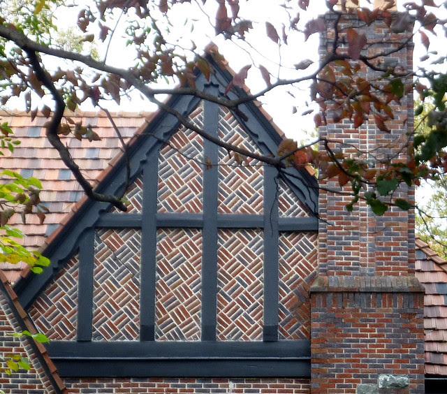 P1130474-2012-11-05-un-Drunk-Diagonal-Brick-double-gable-Morningside-Lenox-Park-Pelham-detail-1