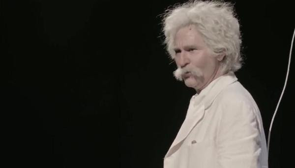 Val Kilmer en su papel de Mark Twain. El actor realiza su gira unipersonal desde hace años. Su agenda está sumamente cargada y presenta el show por todo Estados Unidos