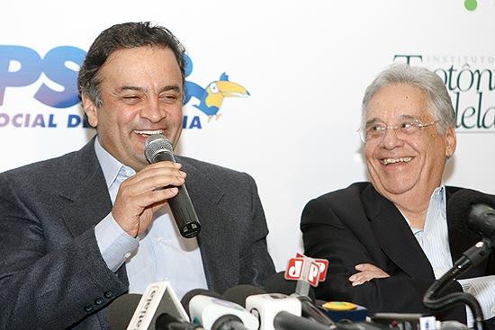Senador Aécio Neves e o ex-presidente FHC em encontro nacional do PSDB em um hotel de Brasília