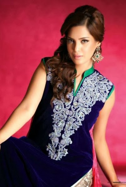 Girls-Women-Embroidered-Party-Wear-New-Fashion-Suits-Jamawar-Velvet-Outfits-by-Sadaf-Amir-10