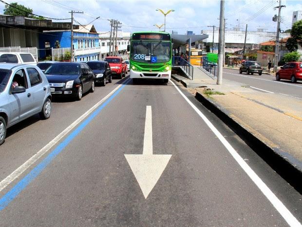 Motorista que infringir regra perderá cinco pontos na CNH e ainda pagará multa (Foto: Divulgação/Semcom)