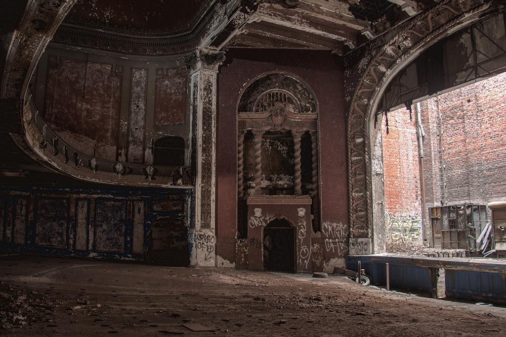 The Mediocre Theater © 2014 sublunar