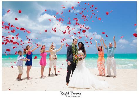 Hawaii Destination Wedding Oahu by RIGHT FRAME PHOTOGRAPHY