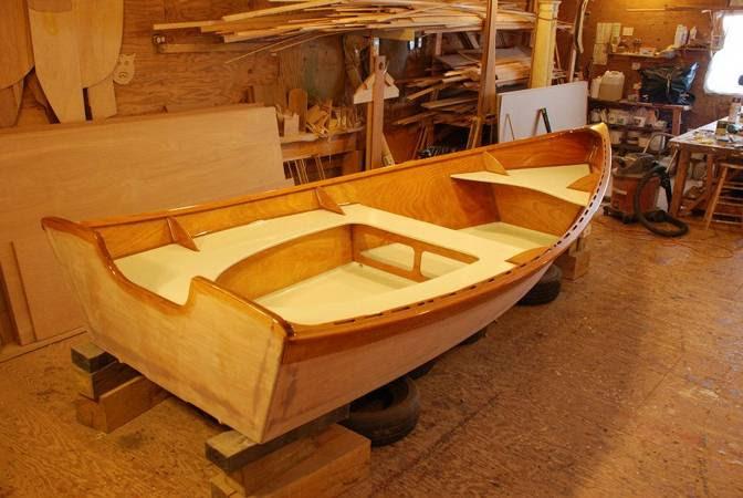 The light but sturdy Peeler motor skiff