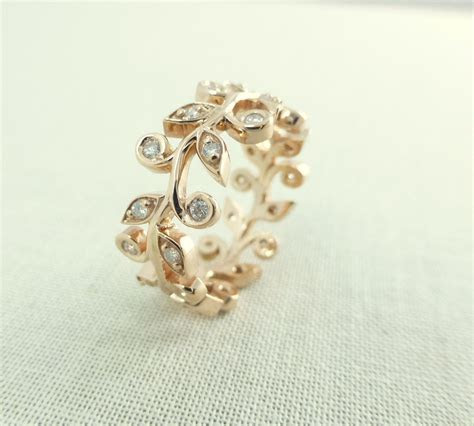Leaf diamond ring. Leaf and vine diamond ring. Engagement