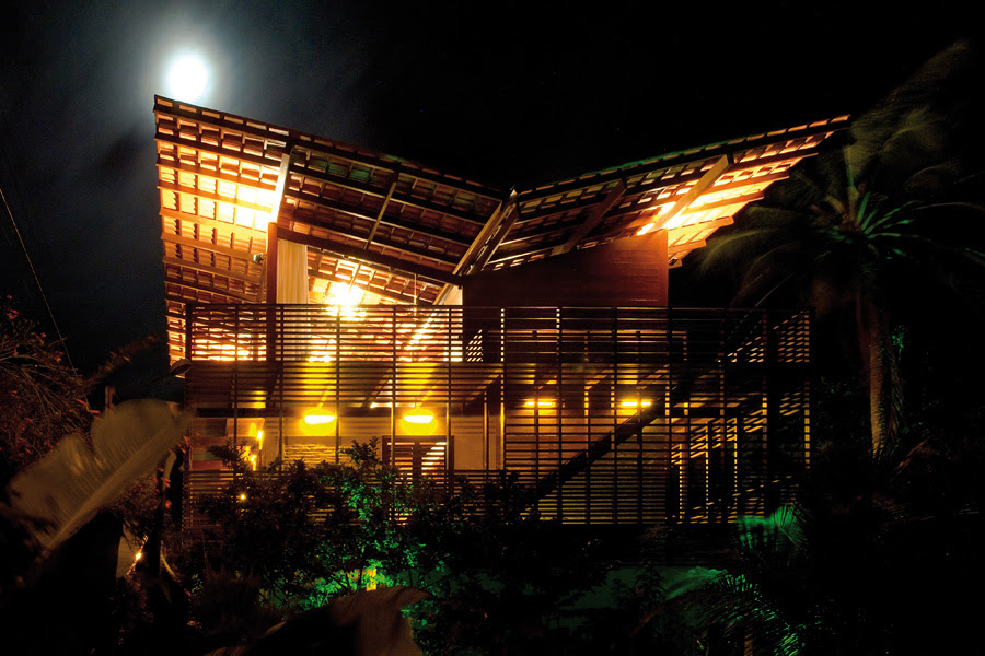 Casa tropical camarim architects tecno haus for Vivienda arquitectura