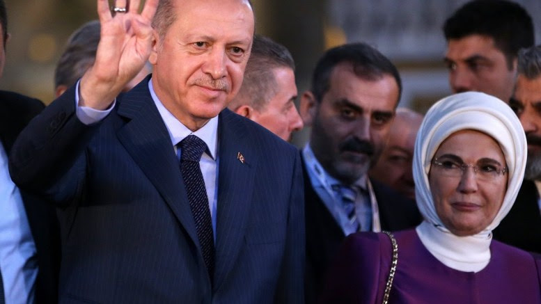 Turkish President Recep Tayyip Erdogan (L) and his wife Emine Erdogan (R) attend the opening ceremony of Yeditepe Biennial at The Hagia Sophia museum in Istanbul, Turkey, 31 March 2018. EPA, ERDEM SAHIN