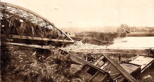 WWI Eastern Front- Waggons and bridge