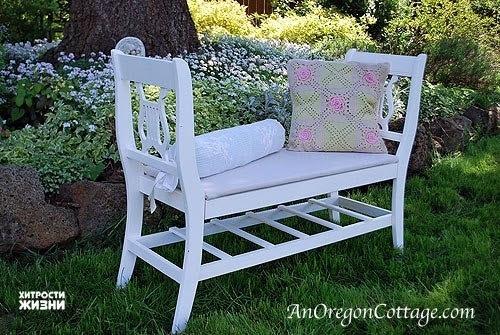 Скамейка из старых стулье
