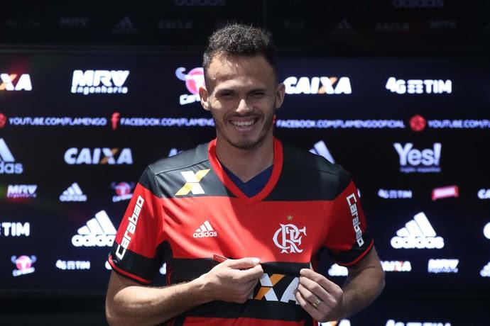 Renê é apresentado no Flamengo (Foto: Gilvan de Souza / Flamengo)