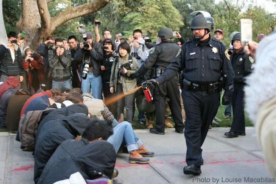 uc-davis pepper spray cop