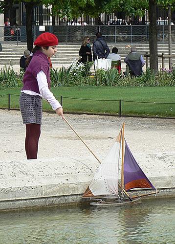jeune fille au bateau.jpg