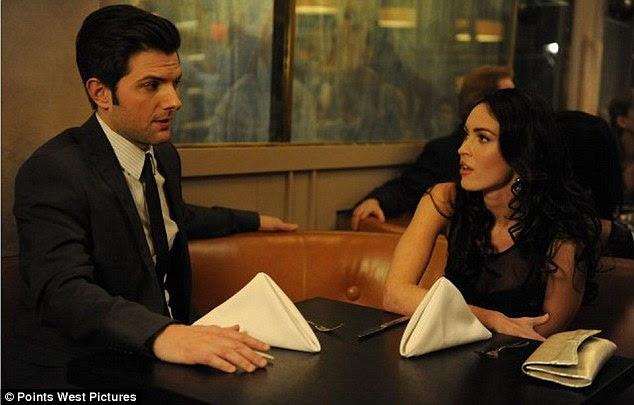 Novo papel: Megan, que aparece em uma cena com Adam Scott no próximo filme Amigos com miúdos