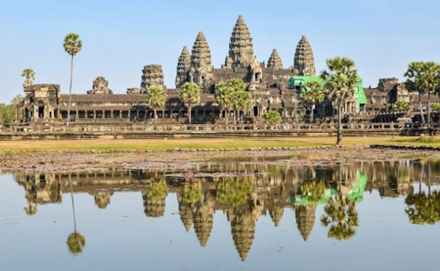 US Sisters Arrested for Taking Nude Photos at Angkor Wat Temple .