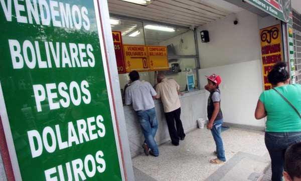 Resultado de imagen para Quienes ganan salario mínimo no pueden comprar pesos en nuevas casas de cambio