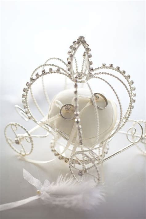 princess carriage wedding ring holder need!!!!   Dream