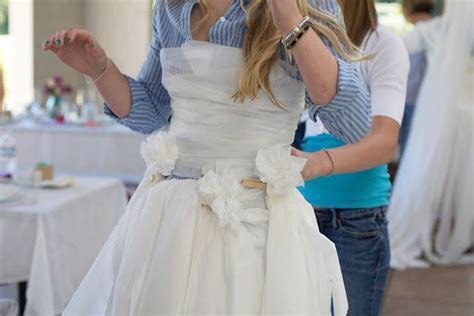 bridal shower game: who can make the best wedding dress