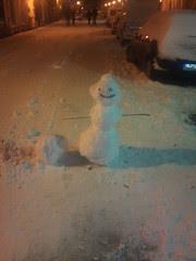 Schneemann bei Nacht