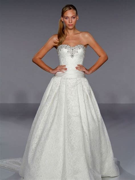 Gonul's blog: Dramatic white lace strapless ball gown