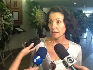 Atriz Cássia Kiss também foi ao velório  (Foto: Janaína Carvalho/G1)