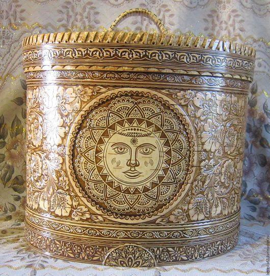 La boîte est faite d'écorce de bouleau `Solnechnyy` hauteur Taille sans couvercle - 26 cm, avec couvercle - 32 cm de diamètre - ovale 32 cm x 22 cm