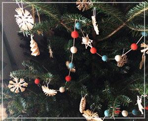 今年の我が家のクリスマスツリーはこんな感じで。