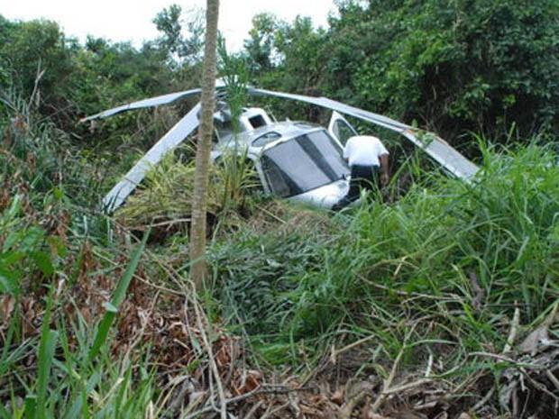 Helicóptero cai em Porto Seguro (BA), diz Corpo de Bombeiros (Foto: Joel Angelo/O Baianão)