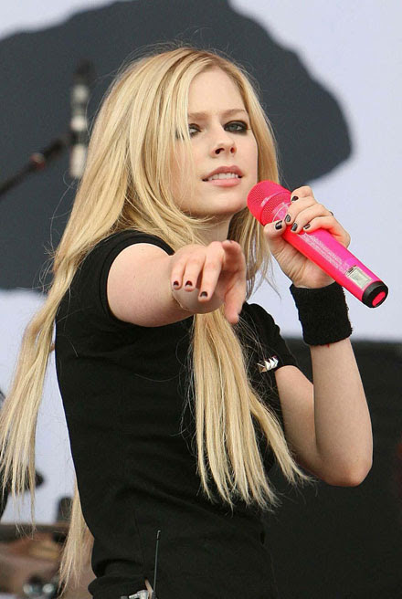 avril lavigne new song. Avril Lavigne's new album is coming out in 2011