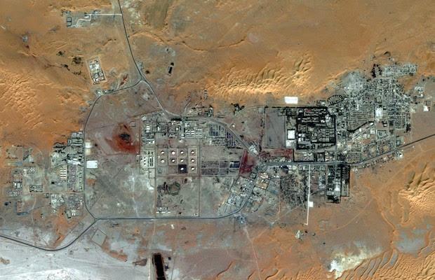 Imagem mostra o campo de gás de Amenas visto de cima (Foto: Reuters)