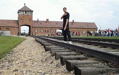 Neo-Nazi gesture in Auschwitz