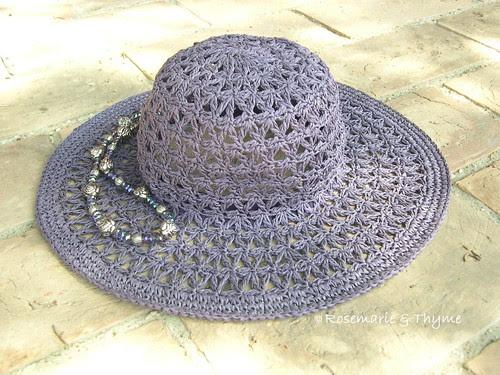 DSCN6658 - briciole di vacanza_cappello e collana
