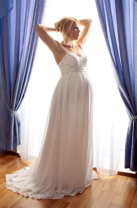 choose  flattering wedding dress  pregnant ebay