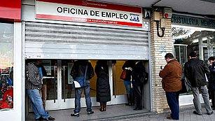 Ver vídeo  'El FMI sugiere que se debería generalizar el contrato permamente y rebajar más los salarios'