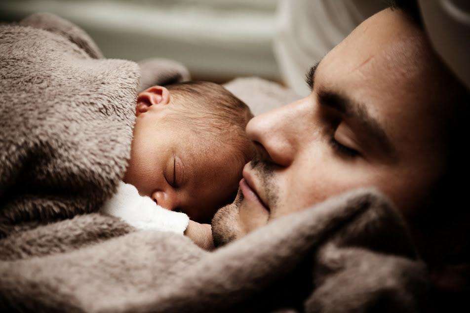 Ο νέος που «βάσταξε» το παιδί του