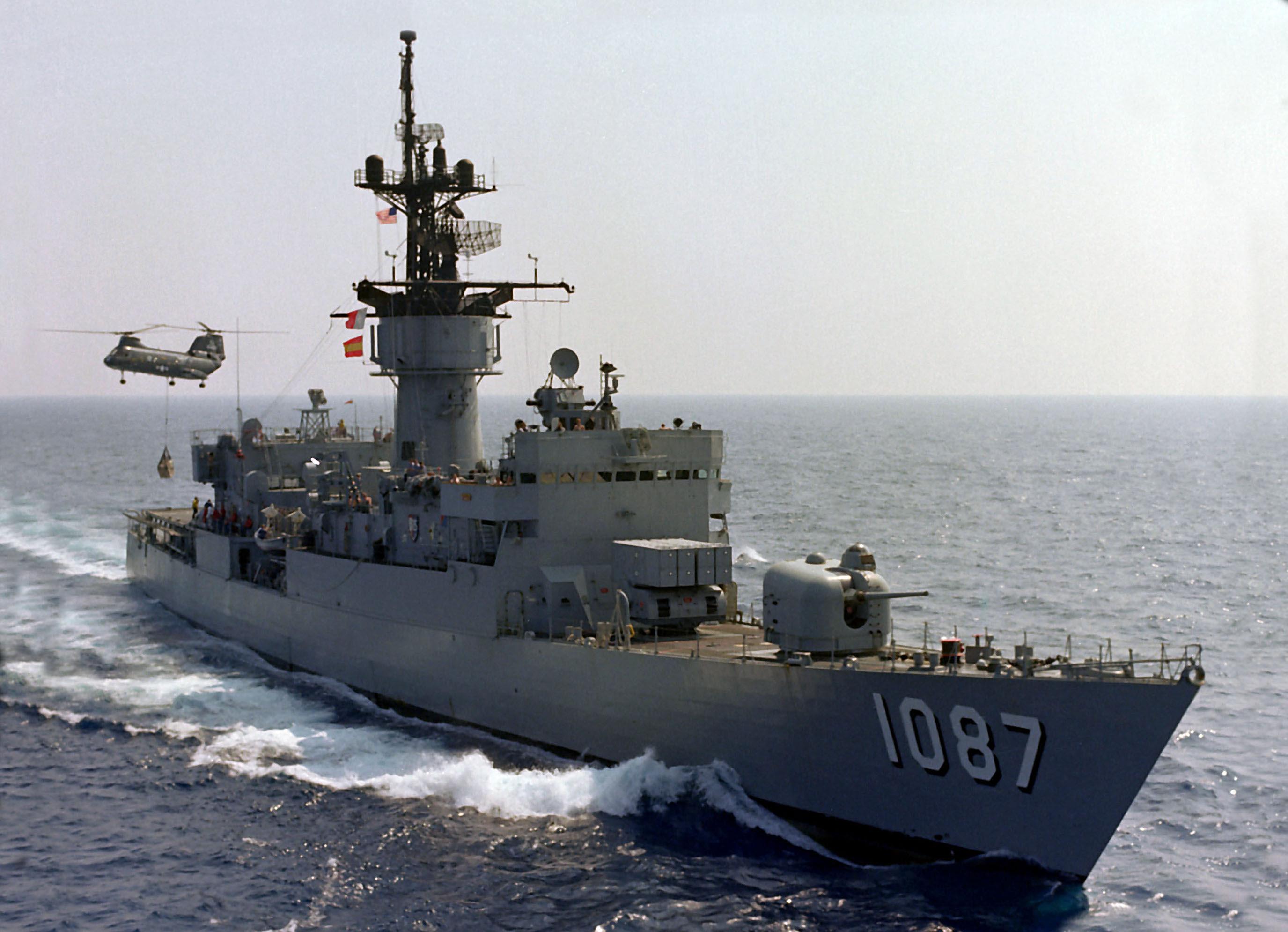 http://upload.wikimedia.org/wikipedia/commons/1/1e/USS_Kirk_%28FF-1087%29_UNREP.jpg