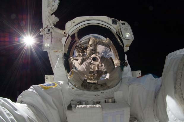 Autorretrato do astronauta Akihiko Hoshide (Foto: NASA: 2Explore/Flickr)