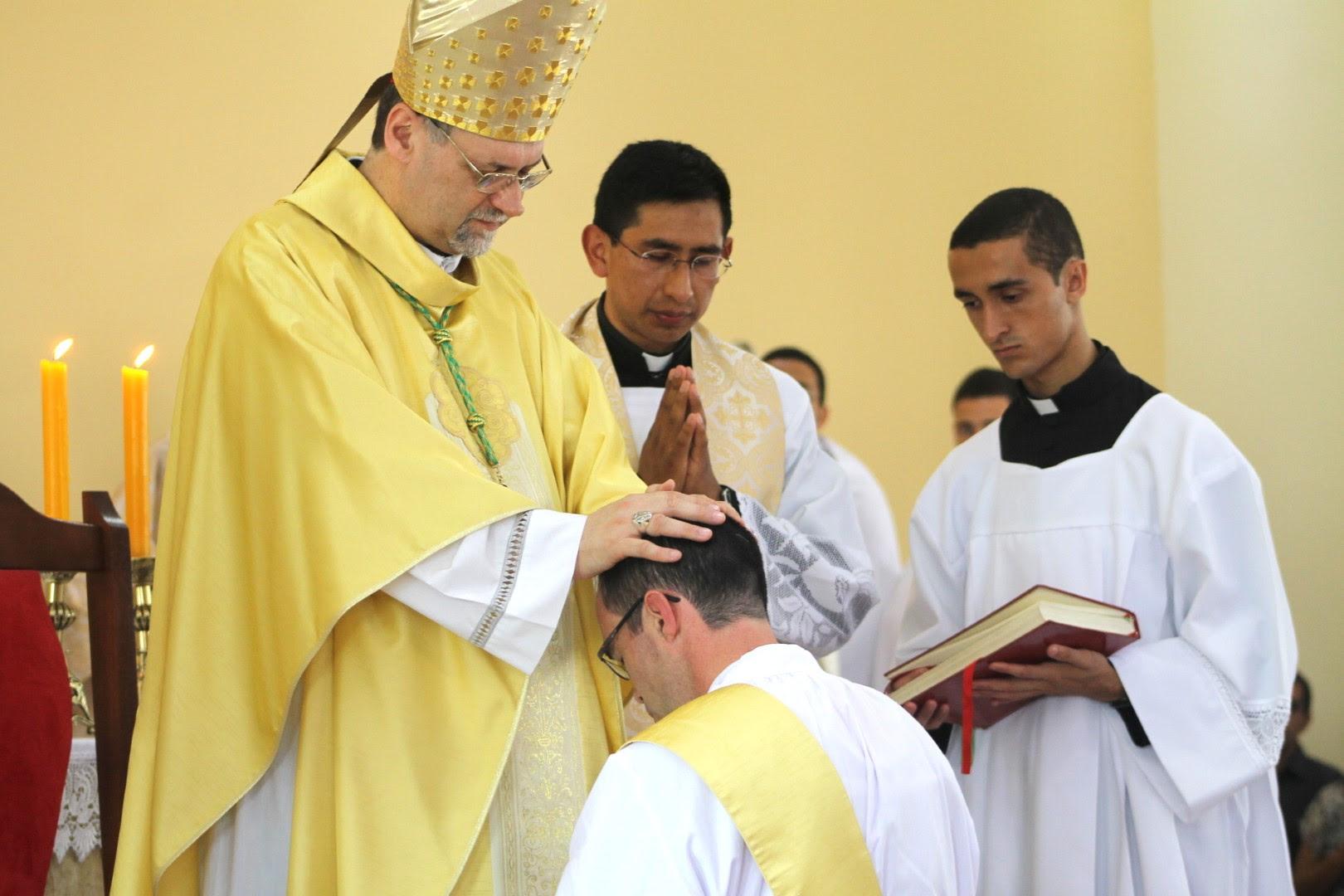 Resultado de imagen de Ordenaciones sacerdotales