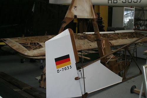 D7033