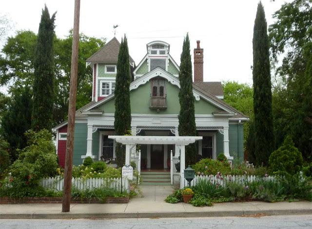 P1090886-2011-04-15-Hapeville-S-Funton-Ave-Maison-LaVigne-BnB-1920