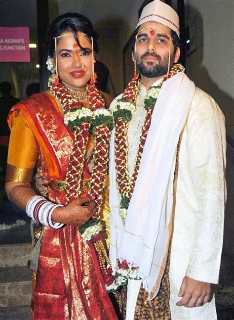 Sameera Reddy weds. Groom Akshai Varde arrives on a bike