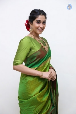Regina Cassandra Photos - 13 of 37