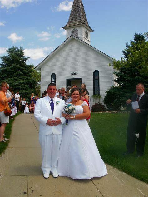 Apple Mountain Chapel in Freeland, MI   Michigan Wedding