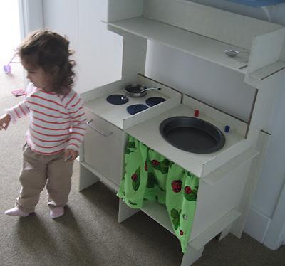 Toy Kitchen 1
