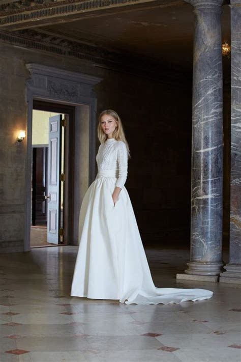 Beauty And Comfort: 25 Bridal Looks With Sweaters