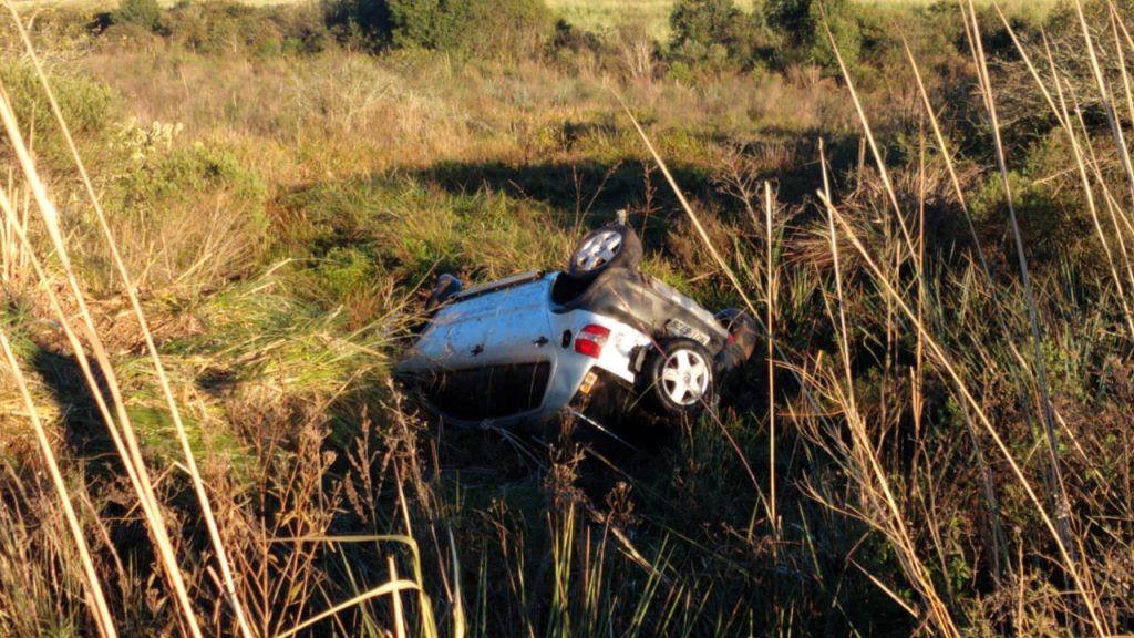 Motorista pega no sono e capota veículo na saída para Pontão