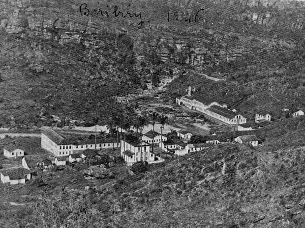 Vista aérea da Vila do Biribiri, em 1946, quando a fábrica ainda funcionava. (Foto: Acervo/Iepha)